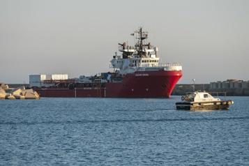 Un navire demande un port sûr où débarquer 555migrants )
