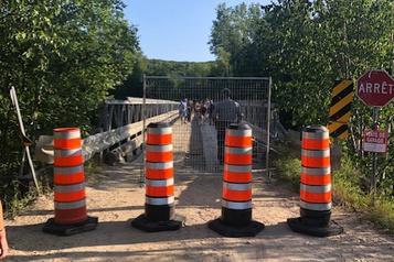 Laurentides: des milliers de campeurs isolés après la fermeture d'un pont