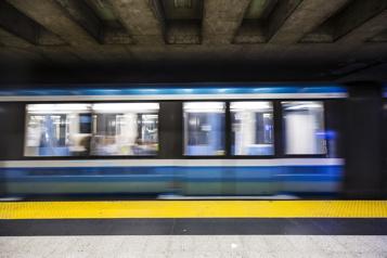 Prolongement de la ligne bleue L'élimination d'une station est sur la table)