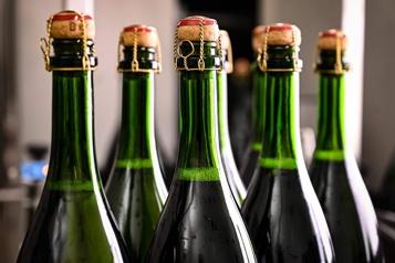 Les ventes mondiales de champagne ont chuté en 2020)