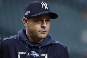 Yankees de New York Le gérant Aaron Boone obtient son congé de l'hôpital)