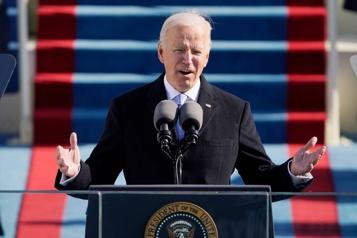Joe Biden entame son mandat en signant 17ordres exécutifs)