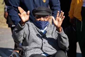 Desmond Tutu vacciné, vaccinations à grande échelle en Afrique du Sud)