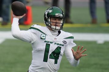 Les Jets échangent le quart Sam Darnold aux Panthers)