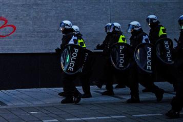 La violence policière n'est pas nécessairement un problème raciste)