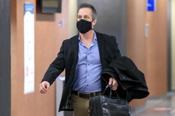 Actions indécentes La Couronne demande troismois de prison pour un ex-professeur de l'UQAM )