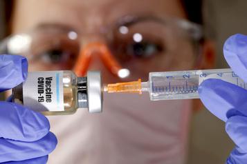 Vaccins contre la COVID-19 Prudence face aux données, avertissent des experts)