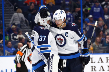 Les Jets battent le Lightning 4-3