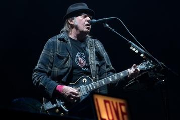 Le chanteur Neil Young appelle à voter pour Bernie Sanders