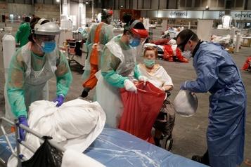 L'Espagne dépasse les 9000 morts mais la pandémie ralentit