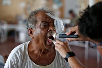 COVID-19 en Inde Hausse des cas de «champignon noir» parmi les malades)