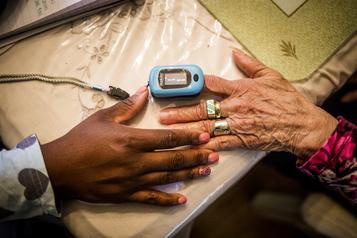 Québec ajoute 100millions pour les soins à domicile )