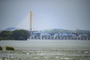Bas niveau du fleuve Saint-Laurent Vivement la pluie, mêmepour le transport maritime)