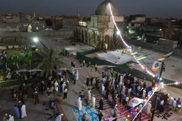 Mossoul Célébration religieuse à l'emblématique mosquée al-Nouri encore en travaux