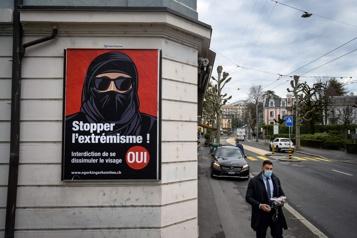 Référendum La Suisse interdit les visages couverts en public)