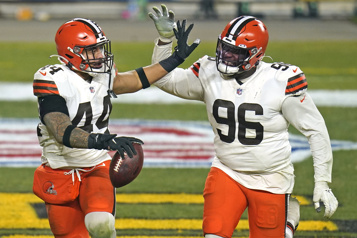 Les Browns malmènent les Steelers et gagnent 48-37)