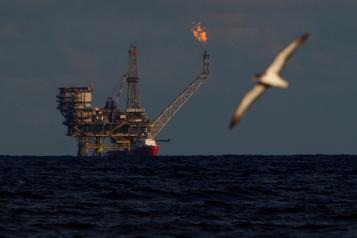 Le pétrole plonge de 5% après une nouvelle hausse des stocks aux États-Unis)