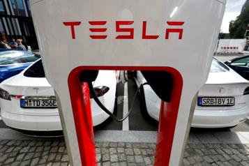 Le bénéfice de Tesla dépasse pour la première fois le milliard de dollars)