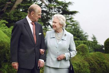 La reine ressent un «grand vide» après la mort du prince Philip)