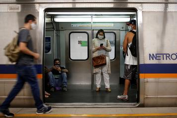 Le coronavirus a fait plus de 70000morts au Brésil)