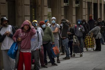 L'Espagne instaure un revenu minimum face à la hausse de la pauvreté)