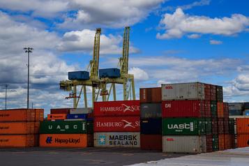 Le déficit commercial du Canada est resté stable en octobre)
