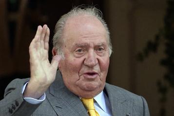 Soupçonné de corruption, l'ex-roi JuanCarlos quitte l'Espagne)