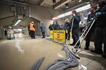 Station de métro inondée: le service rétabli sur la ligne orange
