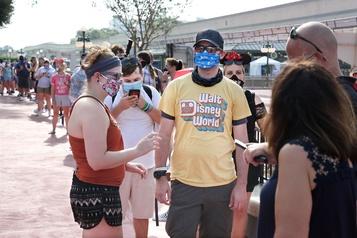 Disney World rouvre ses portes malgré la pandémie)