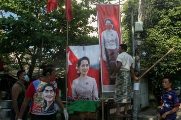 Birmanie Le parti d'Aung San Suu Kyi remporte largement les législatives )