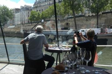Les Bateaux Parisiens voguent pour le plaisir exclusif… des Parisiens)