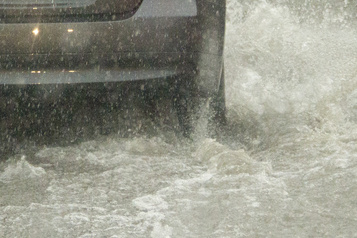 L'autoroute 20 inondée: plusieurs voies bloquées