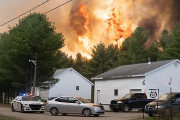 Un important incendie de forêt maîtrisé en Mauricie)