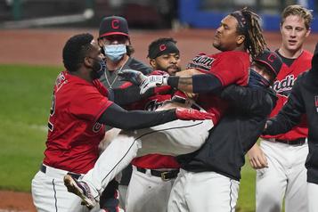 Résultats dans la Ligue américaine Les Indians s'assurent d'une place en série)