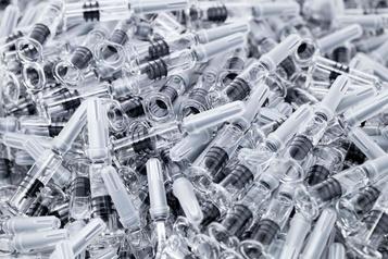 Accès des pays pauvres au vaccinanti-COVID-19 GSK et Sanofi promettent 200millions de doses)