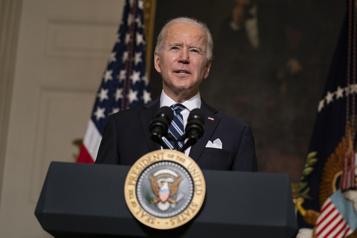 Biden débute son mandat avec une popularité jamais atteinte par Trump)