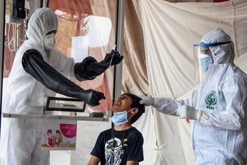 L'OMS prévient que la pandémie «s'accélère»)