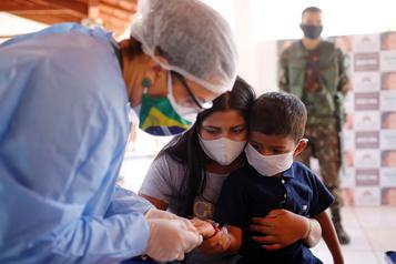 COVID-19 Le Brésil franchit le cap des 5millions de personnes contaminées)
