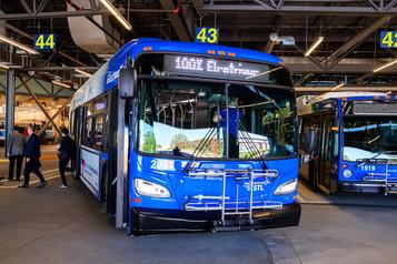 Laval dévoile sa flotte d'autobus électriques