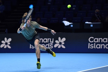 Finales de l'ATP Andrey Rublev sauve l'honneur face à Dominic Thiem)