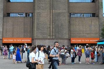 Enfant jeté du Tate Modern: le suspect plaide coupable