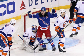 Les Rangers blanchissent les Islanders5-0)
