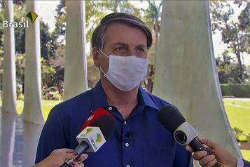 Brésil: le président Bolsonaro atteint de la COVID-19)