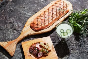 Inspirées par Louise Penny Recettes de soupe froide au concombre et de saumon grillé