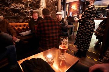 COVID-19 Toutes les restrictions levées en Islande )