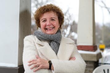 Prix Hans Christian Andersen Angèle Delaunois fière de représenter le Canada )