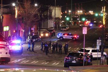 Tacoma Au moins une personne blessée par une voiture de police )