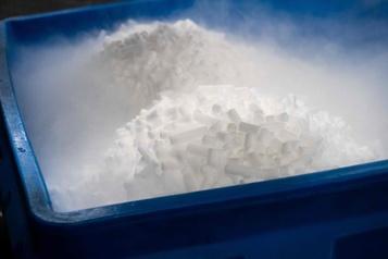 À Baltimore, une PME de glace sèche au cœur d'un vaccin contre la COVID-19)