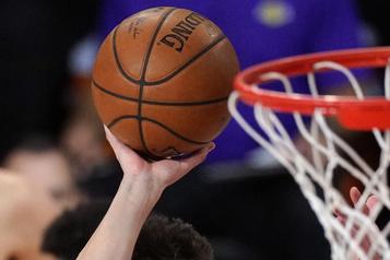 La NBA envisage un début de saison en décembre et une fin avant les JO)