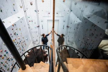 Un mur d'escalade qui vise haut